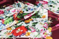 ткань атлас атлас шелк цветы бордовая Италия