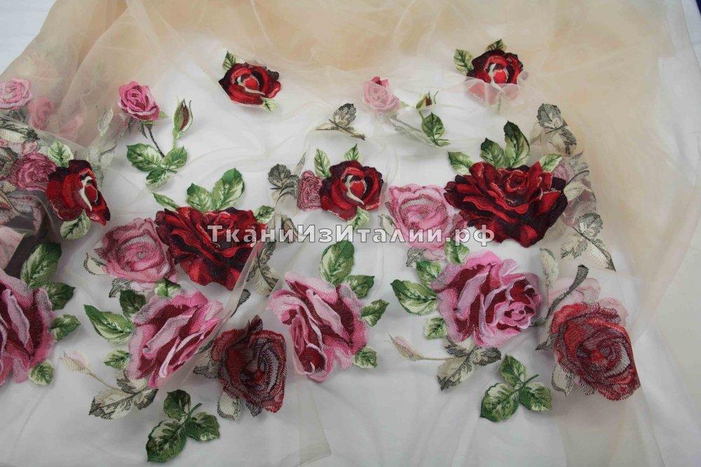 Вышивка розы на сетке 93